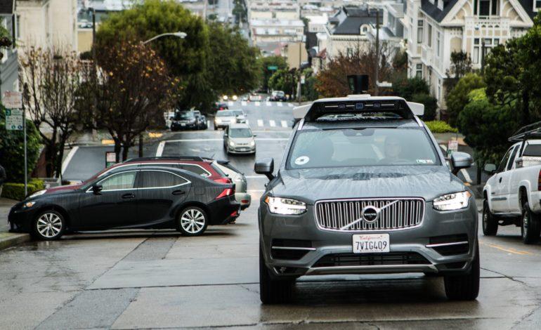 Uber'in Sürücüsüz Aracı San Francisco'da Kırmızı Işıkta Geçti