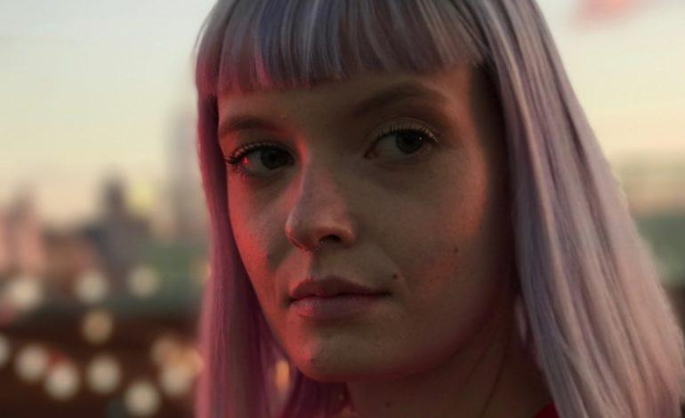 Apple'ın Yeni Reklamında İnsanlar Hiç Kamera Görmemiş Gibi Davranıyor