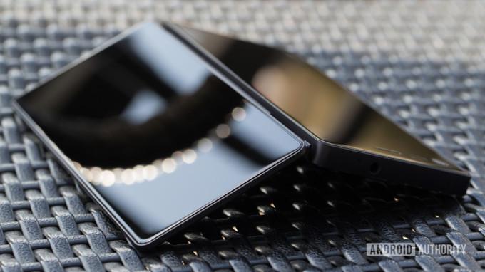 ZTE'den Çift Ekranlı Katlanabilir Akıllı Telefon Geliyor!