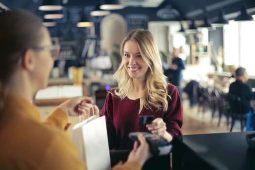 alışveriş kadın akıllı tüketici