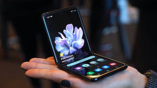 Samsung, Z Flip modelinin Lite versiyonu üzerinde çalışıyor olabilir!