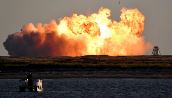 SpaceX Mars roketi inişte patladı